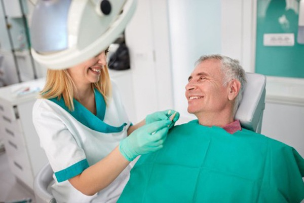 Houston Dentist Explains When Your Partial Dentures Need to Be Adjusted